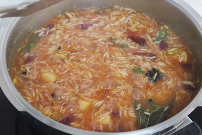 rice in cooker with veggies