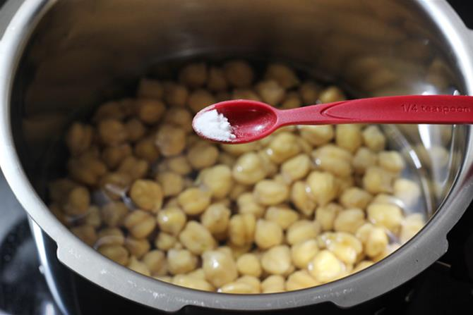 pressure cooking channa to make dry chana 02