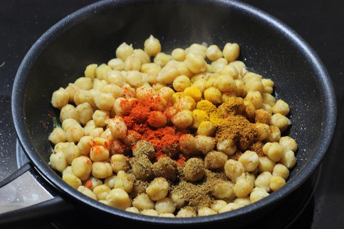 addition of chickpeas, spice powder for dry chana recipe