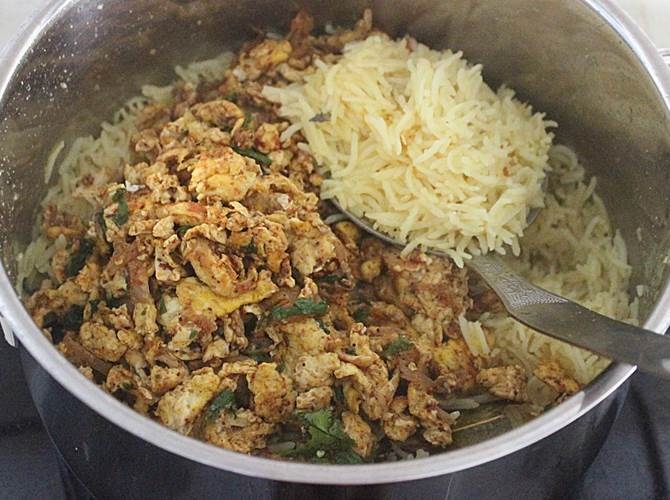 fluff up rice in anda biryani recipe