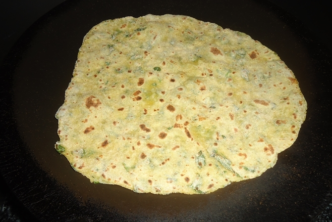 frying aloo methi paratha