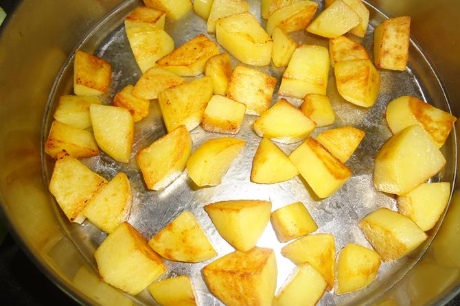 frying potatoes for dum aloo biryani