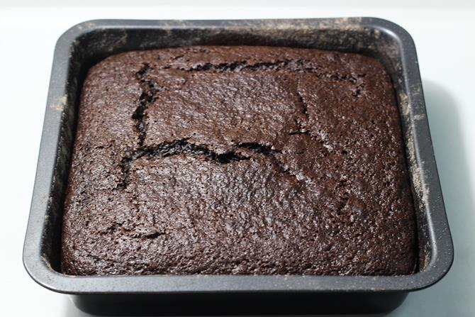 cool the eggless chocolate banana cake
