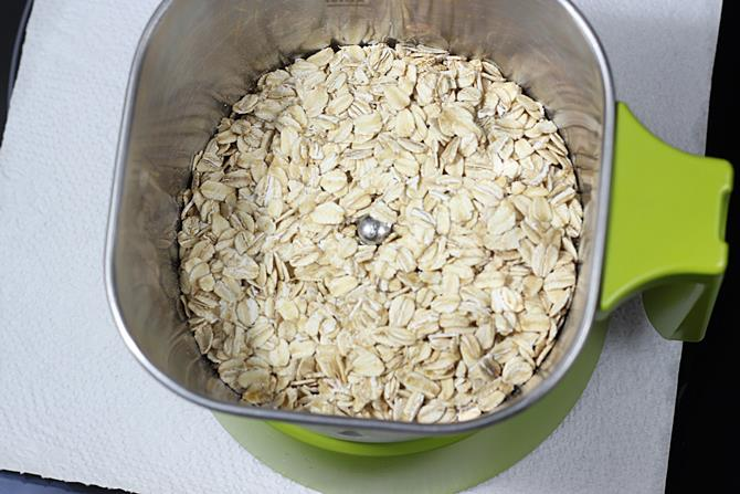 rolled oats in a blender