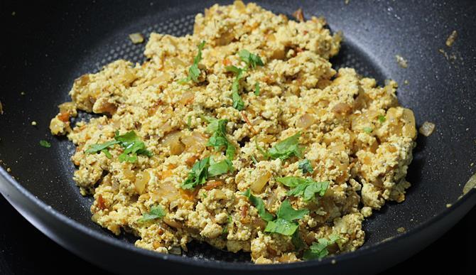 stir fry until blended to make stuffing for paneer bhurji sandwich