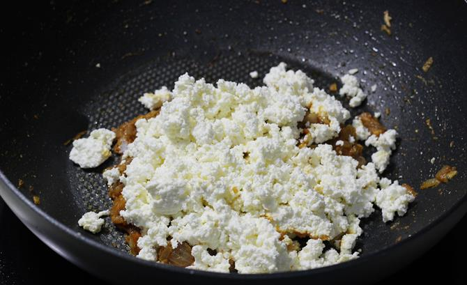 addition of cheese crumble to make paneer sandwich recipe