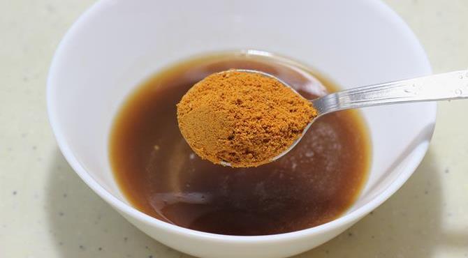 mixing spice powder