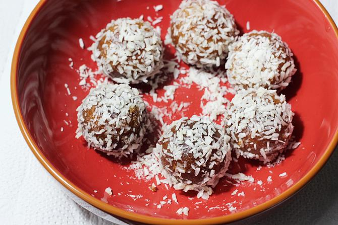 coconut coated dry gulab jamun