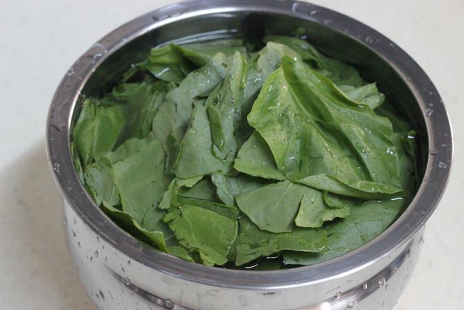 washing spinach palak paneer bhurji swasthi