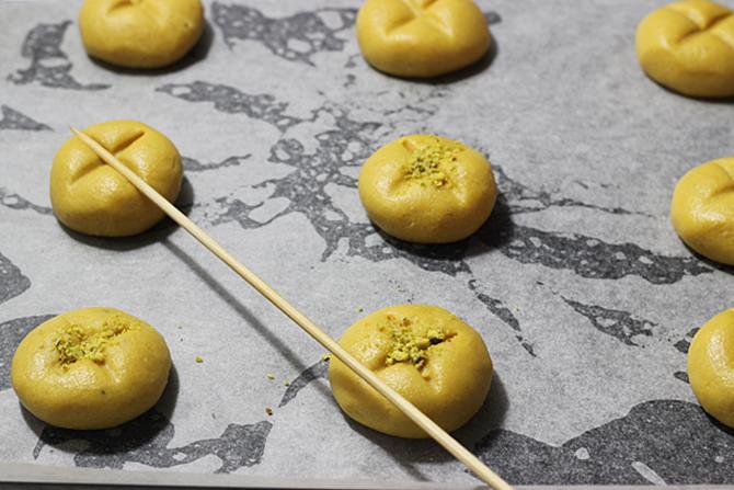making dough balls in besan nankhatai recipe