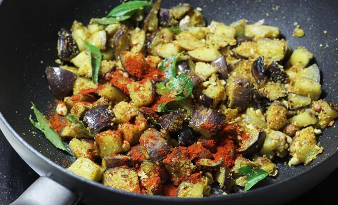 addition of spice powders for brinjal fry