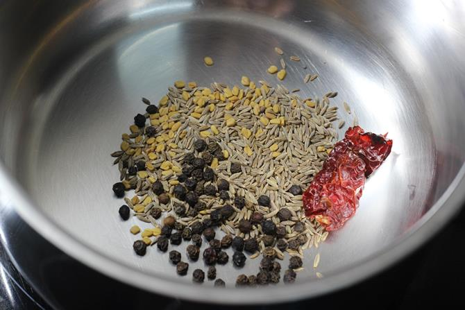 making spice powder