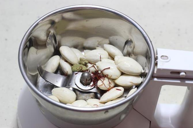 bending almonds, kesar elaichi to make badam kheer recipe