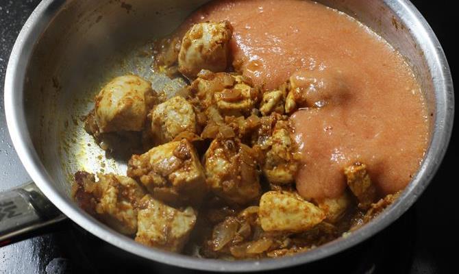 addition of tomato puree to make chicken karahi recipe