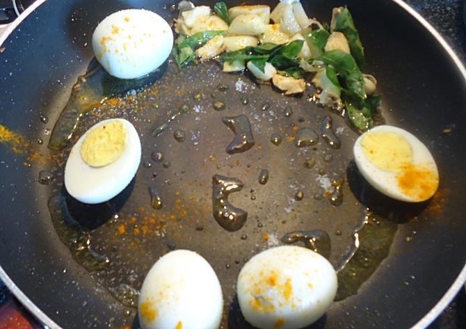 frying eggs for anda roast