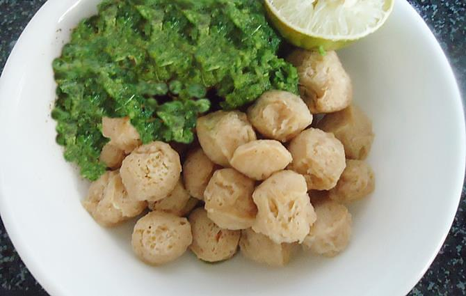 marinate chunks to make soya chunks biryani recipe step 3