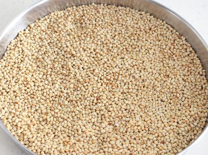 roasted urad dal to make minapa sunnundalu recipe