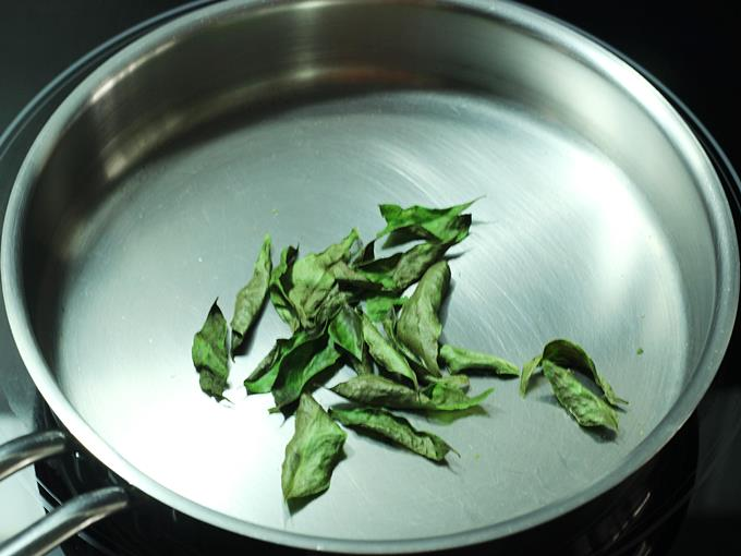 crisp fried curry leaves to make rasam powder