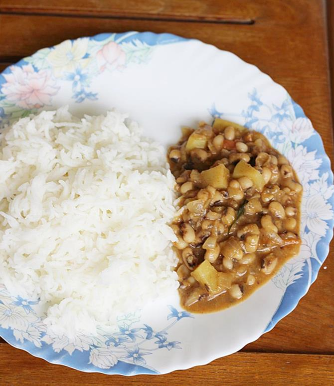 serve lobia curry with rice