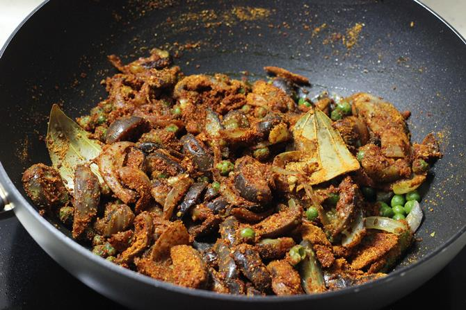 mixing masala in easy vangi bath recipe