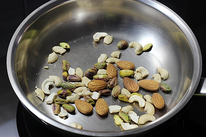 dry roasting nuts for carrot halwa