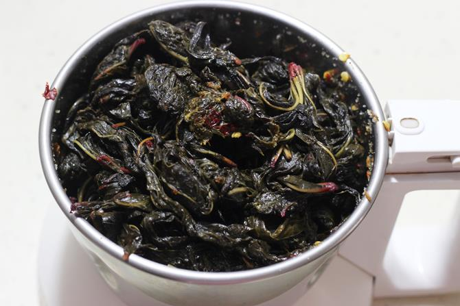 addition of sorrel leaves to blend to make gongura pachadi