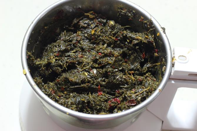 tempering blended mixture to make gongura chutney