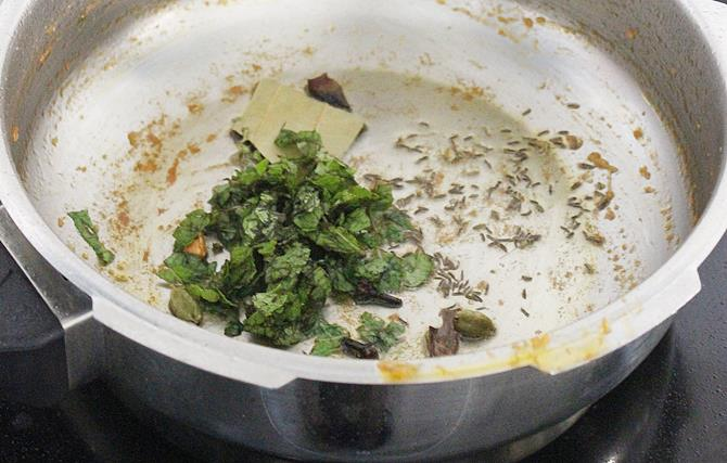 addition of pudina to the gravy for making shorba recipe