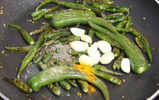 addition of garlic, cumin to pan for green chilli chutney recipe