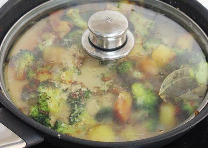 cooking covered to make broccoli gravy curry recipe
