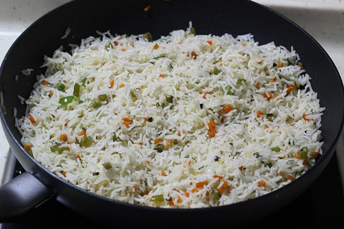 tossing vegetables to make veg fried rice