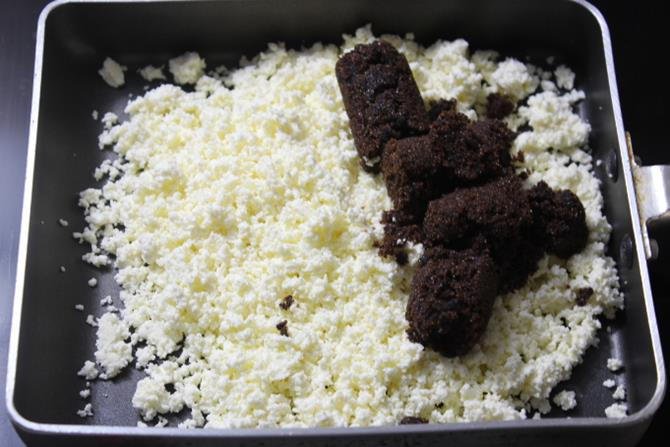 mixing paneer with cane sugar for chocolate sandesh