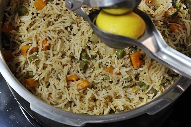 Vegetable biryani in pressure cooker how to make veg biryani recipe fluffing cooked rice in vegetable biryani recipe forumfinder Images