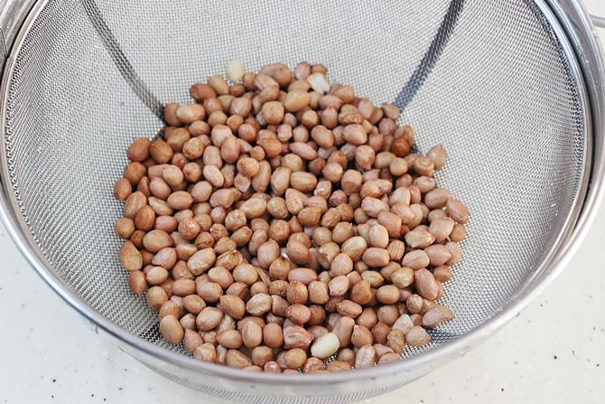 Clean and rinse peanuts under running water