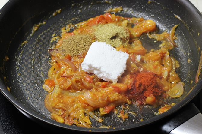addition of spice powders coconut for prawn curry recipe
