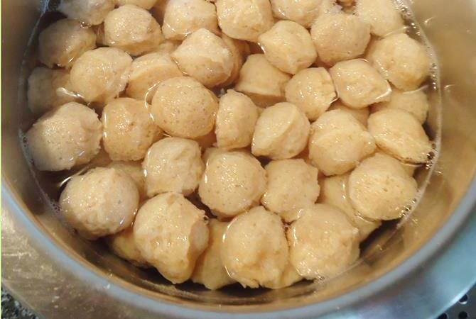 soaking soya chunks in hot water to make soya chunks recipe