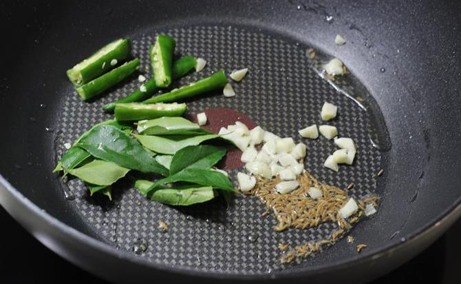 seasoning with curry leaves