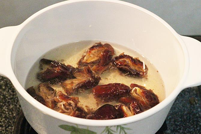 soaking in hot water for date syrup recipe