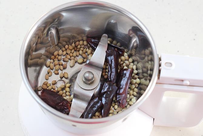 to blend spice powder in kadai paneer recipe