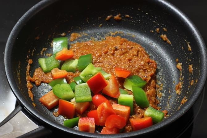 add bell peppers to kadai masala