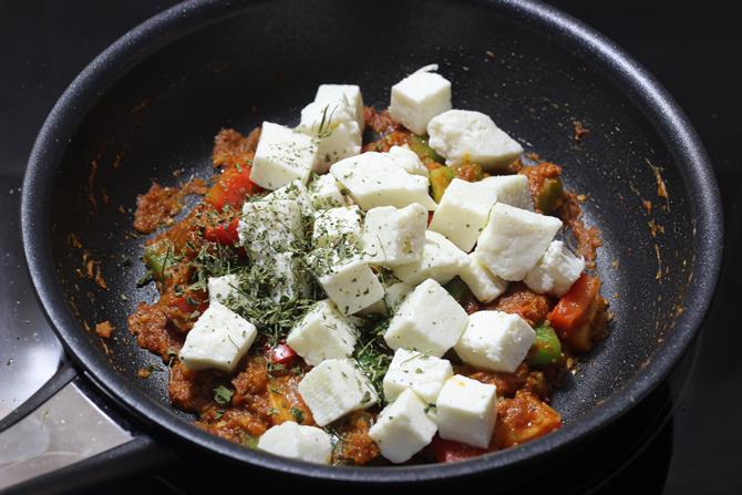 addition of kasuri methi in kadai paneer recipe