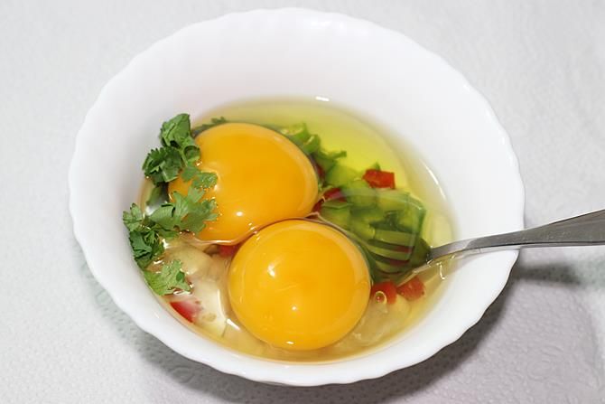 add eggs to the bowl to make omelette recipe