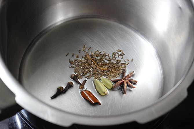 sauteing dry spices