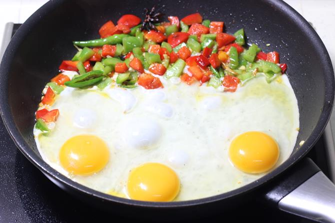 cooking eggs in pan for egg noodles