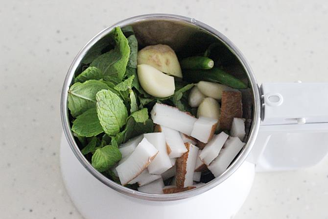 coconut mint ginger garlic paste for making pudina rice recipe