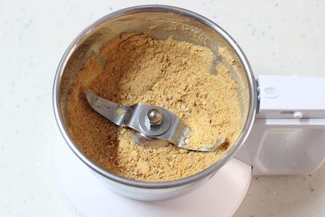 powdered dals in jar to make bottle gourd chutney