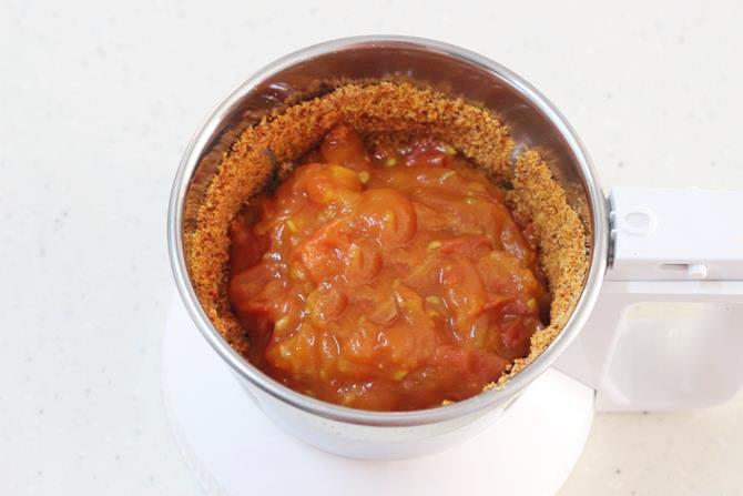 addition of garlic for making tomato chutney