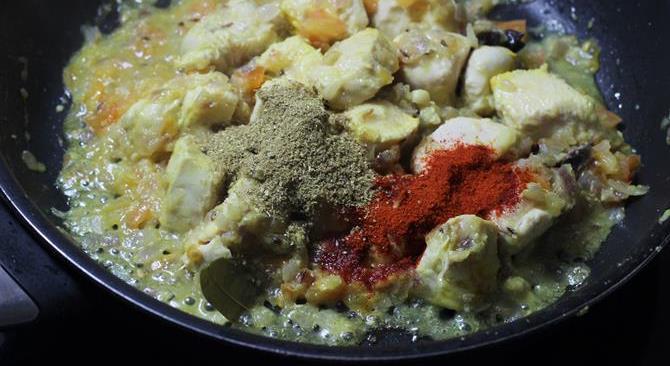 addition of spice powders in chicken kurma recipe