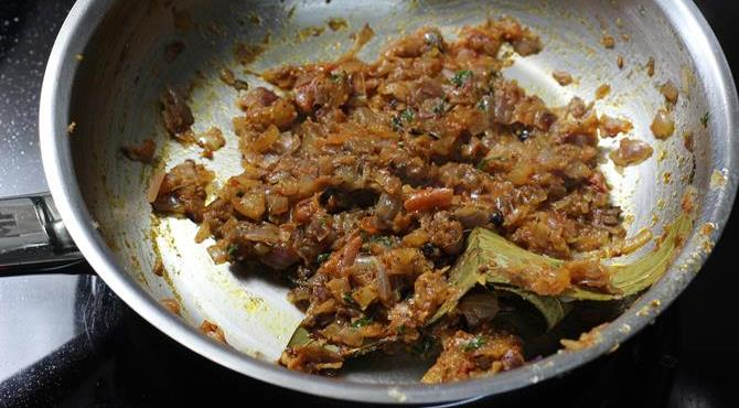 fried onion tomato mixture for queema