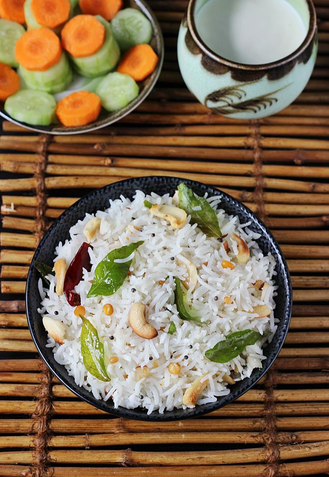 Coconut rice recipe south indian coconut rice recipe tengai sadam i mostly make this for the kids lunch box and pack with sliced carrots and cucumbers kurma curries like potato kurma paneer kurma soya chunks kurma forumfinder Images